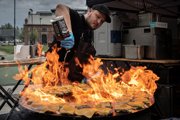 Burger Street Festival uOCForum Nová Karolina vOstravě, květen 2021.