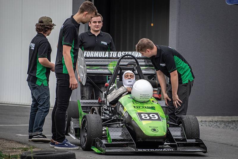 Studentský tým Formula TU Ostrava pořádal den s Formulí 2021 a představil nový monopost Vector 06 v MOTOPARKU Ostrava, 16. října 2021 v Ostravě.