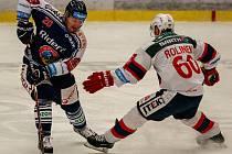 Vítkovice Ridera – Dynamo Pardubice 2:0, na snímku vlevo Milan Bartovič, vpravo Tomáš Rolinek