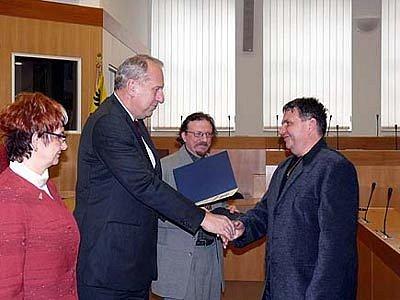 Oceněným firmám předal v roce 2006 titul hejtman Evžen Tošenovský