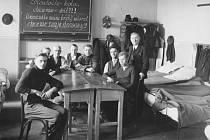 Uprchlíci z Opavska a Těšínska bývali nouzově ubytováni také ve školních tělocvičnách nebo sokolovnách.