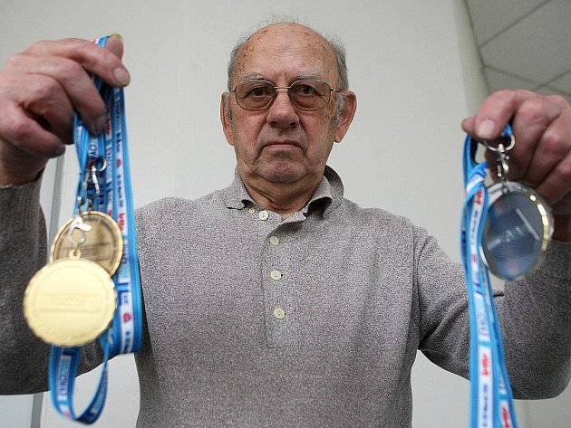 Zdeněk Benek přivezl z gentského halového evropského šampionátu veteránů čtyři cenné kovy.