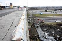 Snímek z příprav na opravu Svinovských mostů.