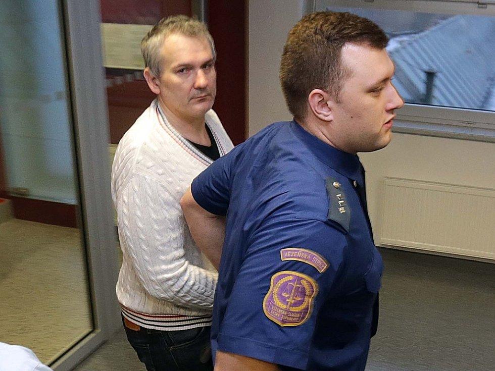 Radek Březina čelí několika žalobám. Na snímku z nedávného soudního jednání u olomouckého soudu.