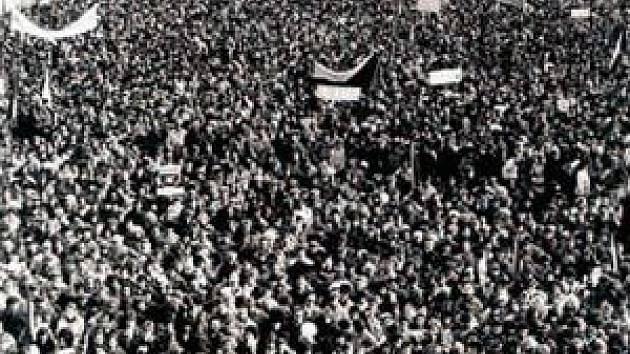 Masarykovo náměstí v Ostravě v listopadu 1989