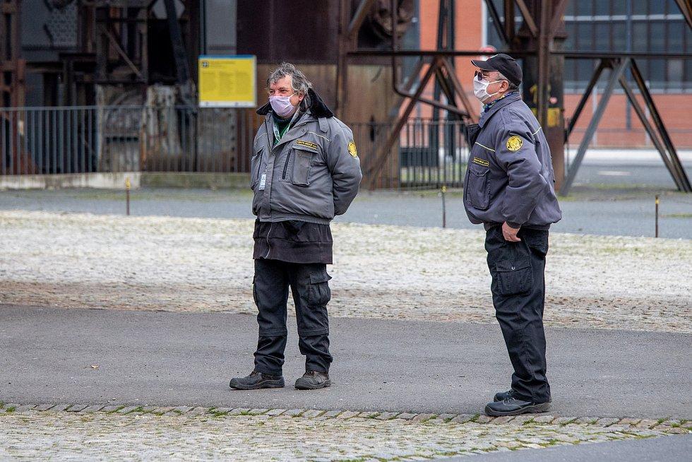 Ostrava (Dolní oblast Vítkovice) v celostátní karanténě, 4. dubna 2020. Vláda ČR vyhlásila dne 15.3.2020 celostátní karanténu kvůli zamezení šíření novému koronavirové onemocnění (COVID-19).