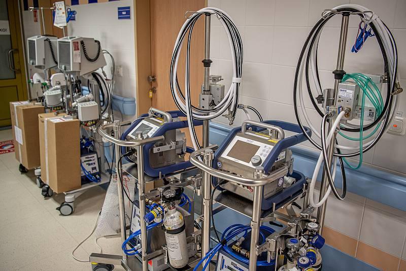 Oddělení resuscitační a intenzivní medicíny (ORIM 3) ve Fakultní nemocnic Ostrava (FNO), 7. října 2020 v Ostravě. Oddělení ORIM 3 je vyhrazeno pro pacienty s onemocnění koronavirem (COVID-19).