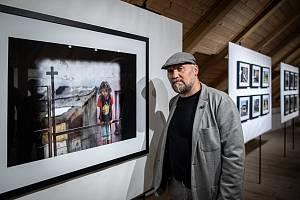 Vernisáž výstavy fotografa Jiřího Zerzoně na Slezskoostravském hradě, která zachycuje jeho snímky pořízené od roku 1998 do současnosti, 1. září 2021.
