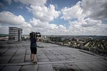 Odborná firma rozebere 84 metrů vysoký plynojem MAN, který stojí na ulici 1. máje, snímek z 14. června 2021.