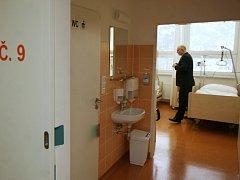 Nově otevřená lůžková část ústavu klinické hematologie Fakultní nemocnice Ostrava i s vybavením si vyžádala třiatřicetimilionovou investici.