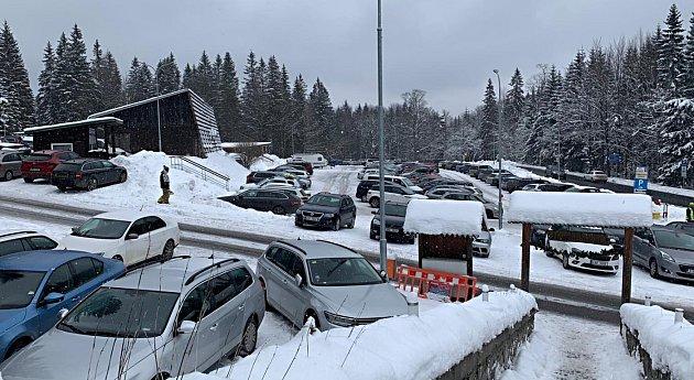 Parkoviště Hvězda směrem na Praděd, sobota 9.ledna odpoledne.