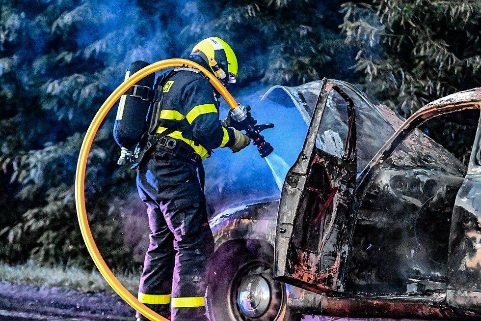 Likvidace požáru veteránu v Mošnově, sobota 24. července 2021.