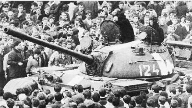 Sovětské tanky v Ostravě v srpnu 1968