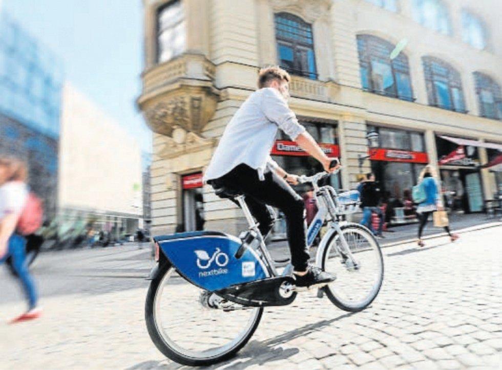 Sdílená kola v Ostravě budou letos modro-stříbrná. Až 600 jich v létě do města nasadí společnost nextbike.