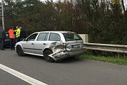 Nehoda na ulici 28. října v Ostravě, při které jedno auto vyjelo do kolejiště.