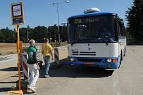 Dopravu mezi Plesnou, Pustkovcem a Porubou zajišťuje od září nová linka 47.