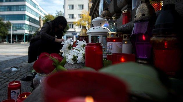 Pietní místo k úmrtí Karla Gotta na Masarykově náměstí v Ostravě