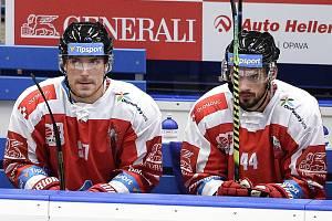 Utkání 1. kola hokejové extraligy: HC Vítkovice Ridera - HC Olomouc, 13. září v Ostravě. Na snímku (zleva) Rostislav Olesz a David Ostřížek.