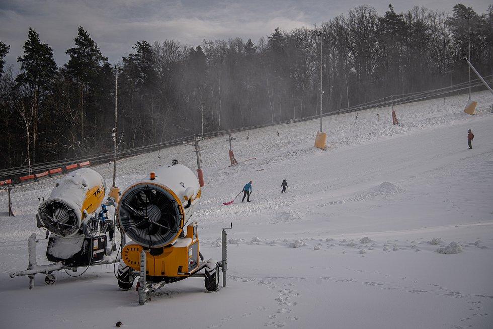 Bobování a sáňkování v areálu Skalka Family Park, 12. ledna 2021 v Ostravě.