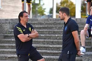 Patrizio Stronati během tréninku v maďarském  klubu Puskás Akademy s trenérem Zsoltem Hornyákem.