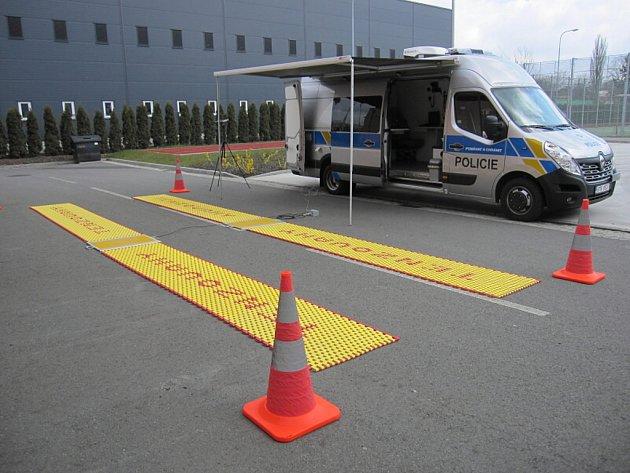 Policisté v Moravskoslezském kraji dostali vozidlo s mobilními váhami.