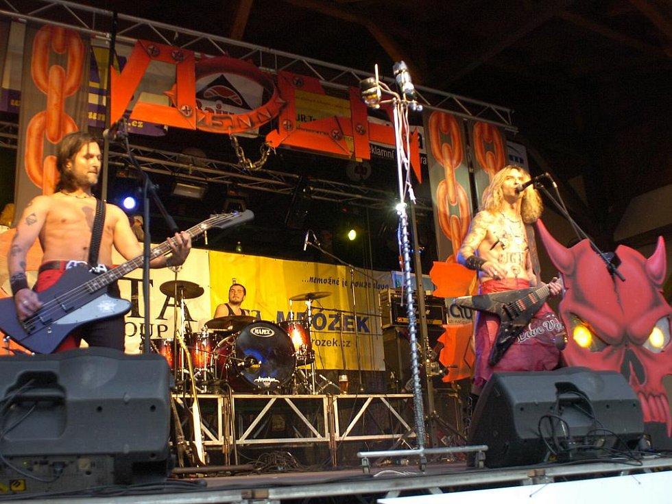 V Bystřici u Třince se v pátek 13. května konal v parku PZKO hudební festival Zlot, na kterém zahrály kapely, české i slovenské. Hlavní hvězdou večera byla legendárí polská heavy metalová kapela 80. let – TSA.