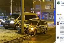 Snímky z nehody se už večer objevily na Facebooku.