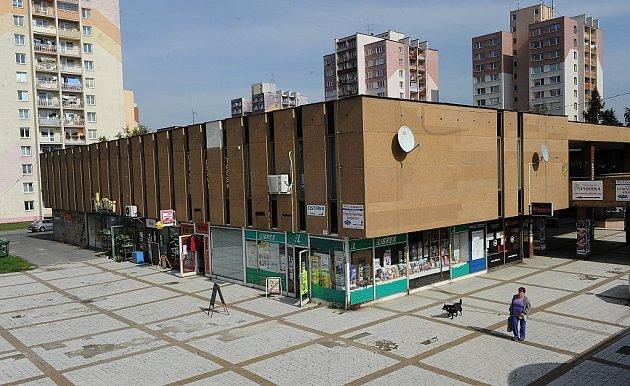 Chátrající objekt nákupního centra vOstravě-Výškovicích.