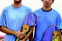 Tomáše Bajgara z Ostravy (na snímku vlevo) připravila o squashový akademický titul nejen rýma, ale také kuriózní zranění, které si přivodil před semifinálovým duelem.