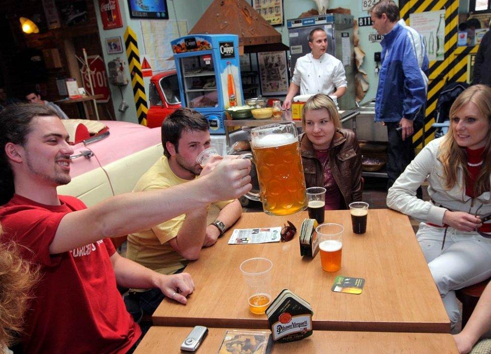 Na pivním festivalu v klubu Garage v Ostravě-Martinově si přišli na své i fajnšmejkři