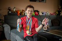 MEDAILOVÁ SBÍRKA. Sportovní gymnastka Alena Coufalová, za svobodna Dřevjaná, startovala na čtyřech ME a MS i na olympiádě v Soulu 1988 a dalších závodech. Dvanáctkrát byla mistryní republiky. Celkem vybojovala neuvěřitelných 164 medailí.
