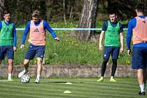 Trénink fotbalistů prvoligového klubu FC Baník Ostrava v rámci uvolňování opatření při pandemii nového koronaviru, 22. dubna 2020 v Ostravě.
