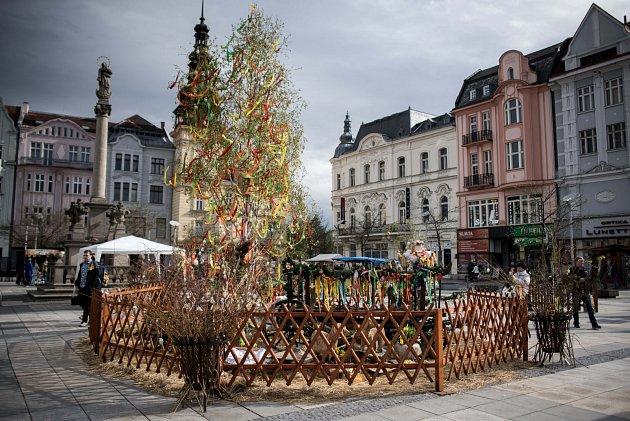 Velikonoční jarmark na Masarykově náměstí vOstravě.