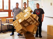 Studenti z Kopřivnice chtějí letos v lepenkářské soutěži uspět s modely otáčejícího se muzea a národního hokejového stadionu.