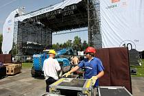 Příprava festivalu Colours of Ostrava