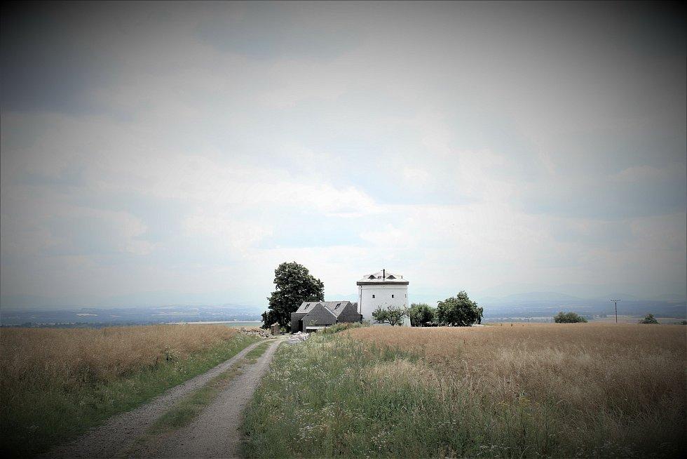 Větrný mlýn ve Zbyslavicích.