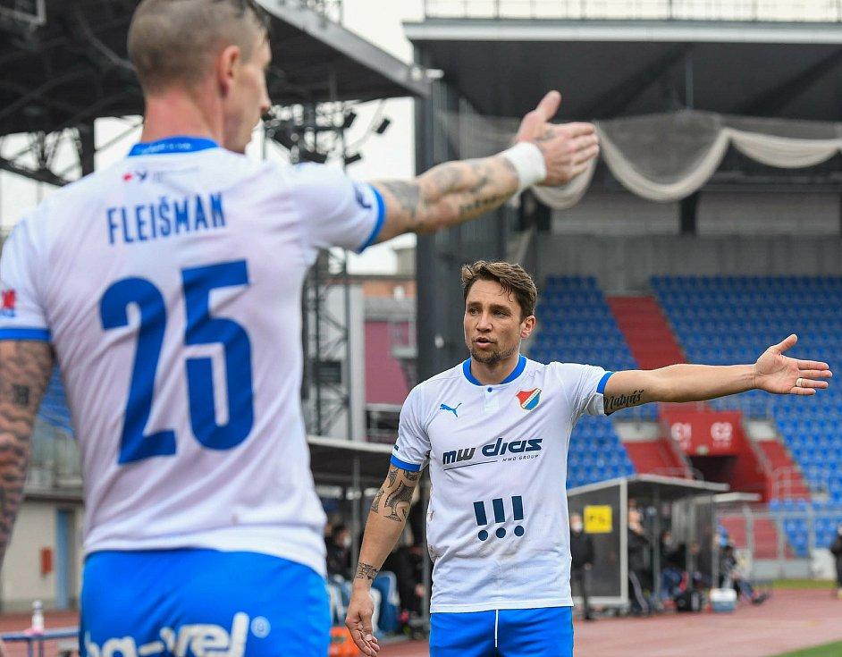 Fotbalisté Baníku Ostrava (v modro-bílém) v duelu 28. kola FORTUNA:LIGY s Mladou Boleslaví (2:1). Jiří Fleišman a Adam Jánoš.