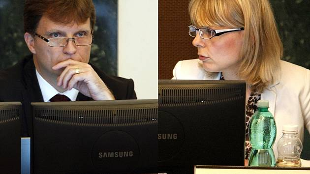 Lumír Palyza a Simona Piperková při jednání květnového zastupitelstva v Ostravě.