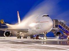 Nepříznivé přírodní podmínky. Ty určují, kdy se na Letišti Leoše Janáčka v Mošnově musejí před odletem odmrazovat letadla.
