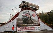 Zdolání kovového monstra se na první pohled zdálo nemožné. Tatra 810 4x4 řízená Liborem Václavíkem to dokázala.