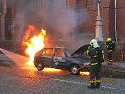 Zásah hasičů u požáru auta v Ostravě-Vítkovicích.