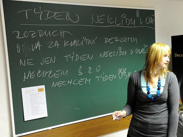 Studenti Ostravské univerzity se postavili proti návrhům zákonů ve školství a proti výraznému poklesu financování vysokých škol.