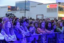 Festival v ulicích u obchodního centra Nová Karolína.