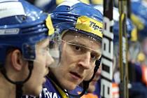 Petr Punčochář musel kvůli vážným potižím se srdcem vynechat celou loňskou sezonu. Nyní se vítkovický bojovník opět vrátil na led.