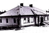 Buduněk, ve kterém před válkou sídlila knihovna a radnice.