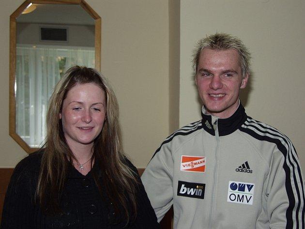 Skokan na lyžích Jan Mazoch pojede navštívit můstek v Zakopaném společně s přítelkyní Barborou a dcerkou Viktorií.