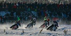 Ledová plochá dráha přilákala v lednu na Větřkovickou přehradu do kopřivnické místní části Lubina 5 tisíc diváků.