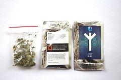 Tento balíček s nebezpečnou drogou zajistili policisté.