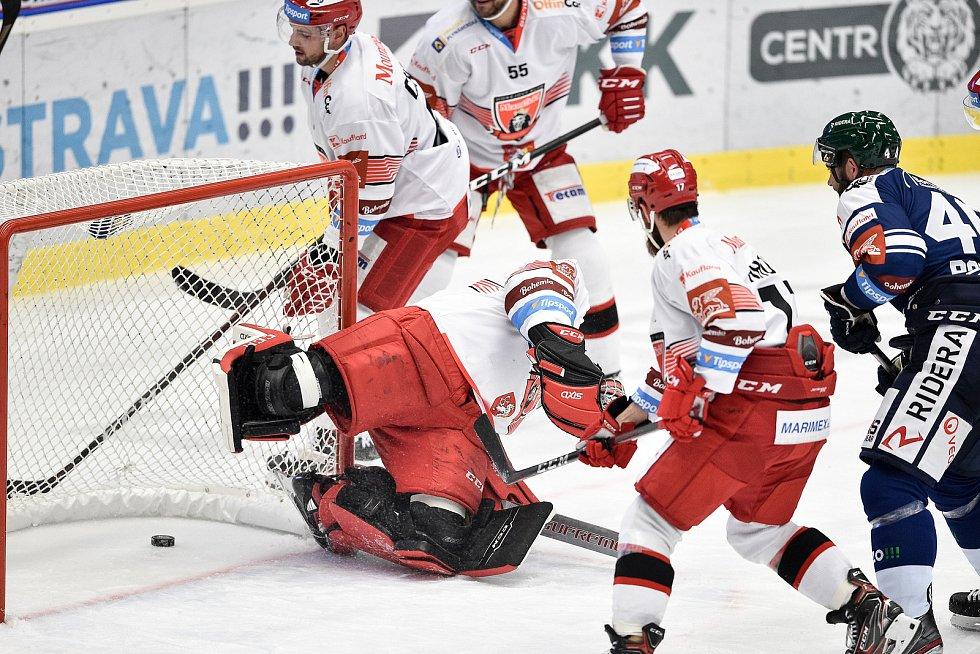 Utkání 15. kola hokejové extraligy: HC Vítkovice Ridera - Mountfield Hradec Králové, 9. listopadu 2020 v Ostravě. (střed) brankář Hradce Králové Marek Mazanec.