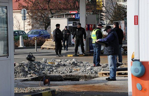 K explozi na benzinové čerpací stanici v sousedství nákupního centra Futurum v Ostravě došlo v neděli 4. března krátce před polednem. Na místě byl těžce zraněn šestatřicetiletý muž.